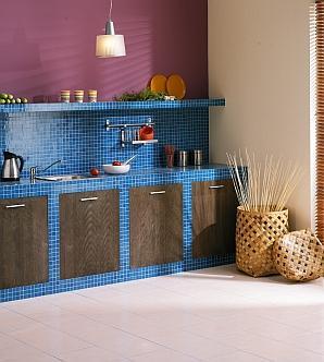 Kuchnia z błękitną mozaiką
