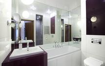 Jak optycznie powiększyć małą łazienkę - 9 trików do małej łazienki