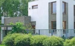 Piękne ogrodzenia. Jak dobrać parkan do budynku i jego otoczenia?