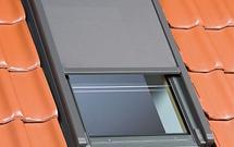 Przesłony na okna dachowe. Jak dobrać i prawidłowo przeprowadzić montaż