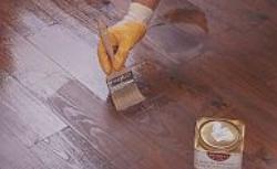Malowanie podłogi drewnianej bejcą