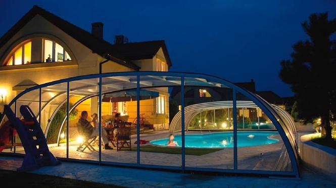 Kiedy opłaca się budowa basenu ogrodowego, a kiedy warto mieć basen w domu