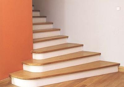 Cena schodów: schody prefabrykowane czy budowa schodów betonowych?